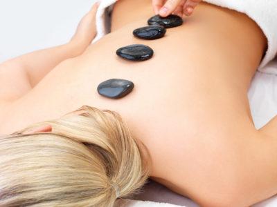 Stone Energy massage per lei, pietre calde e shiatsu