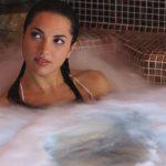 Idromassaggio in acqua di mare calda nella piscina Thalasso Pool percorso Blue Holistic